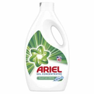 Detergent lichid 2,2 litri Ariel Mountain Spring